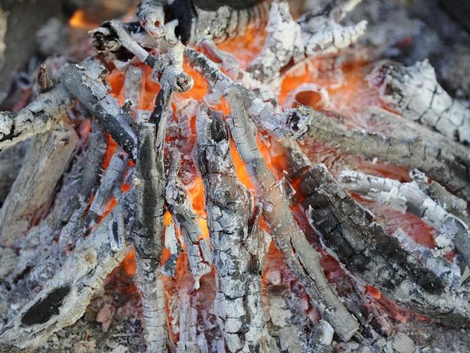 cenizas-de-chimenea-fuego